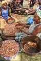 Calibrage manuelle des arachides, Nema Bah, delta du Sine Saloum, Sénégal.jpg