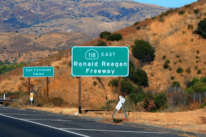California State Route 118-Ronald Reagan Freeway east of Simi Valley.jpg