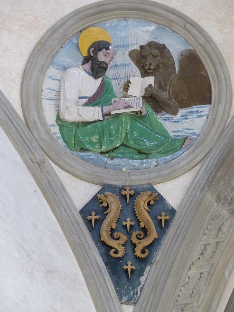 Andrea della Robbia, evangelisti e stemmi pazzi (Luca), 1445-50 circa, Capella Pazzi, Basilica di Santa Croce, Firenze