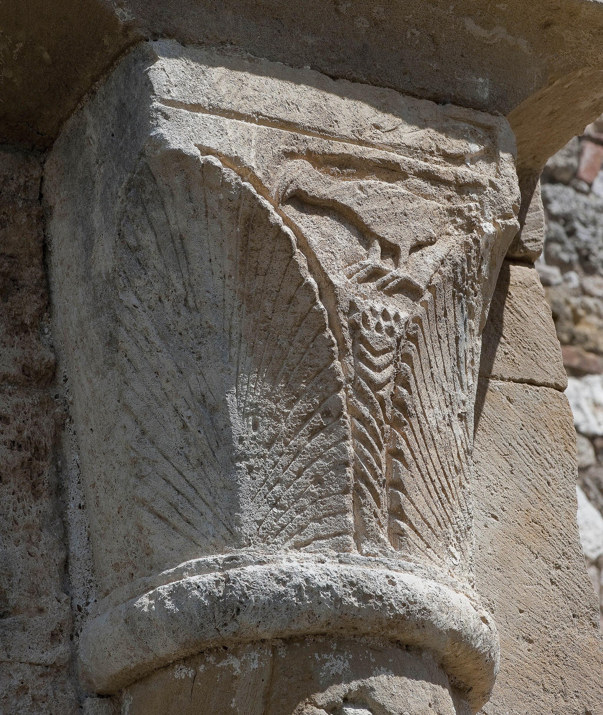 Capitello di una colonna, Badia a Conèo, Colle Val d'Elsa, Siena