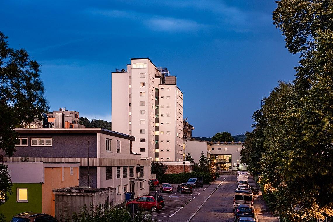 Carl-Sonnenschein-Haus zur blauen Stunde.jpg