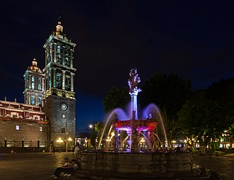Puebla Cathedral - Image: Catedral de Puebla, México, 2013 10 11, DD 16