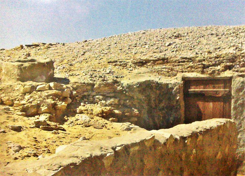 File:Cave of Saint Macarius the Great.jpg