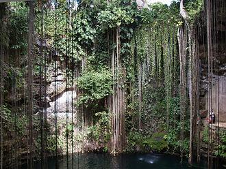 Peten Itza kingdom - The Sacred Cenote in Chichen Itza