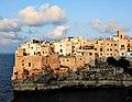 Centro storico di Polignano, affacciato sul mare. - panoramio.jpg
