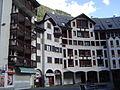 Chamonix-Mont-Blanc -- Le village piéton de Chamonix-Sud (F et Gentianes).JPG