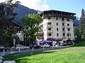 Chamonix-Mont-Blanc -- Le village piéton de Chamonix-Sud (entrée côté Aiguille du Midi).JPG