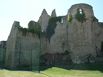 Battle of Pontvallain - Bressuire Castle in 2006; most of the English survivors of the Battle of Pontvallain died outside its walls.