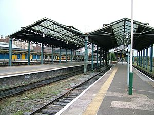 Chester Station seen in 2005, showing the section of roof that was not replaced
