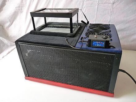 Example of watercooled thermoelectric cloud chamber