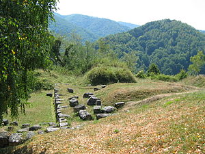 Costești-Cetățuie Dacian fortress - Image: Costesti Cetatuie Dacian Fortress 2011 Bastion Tower 3