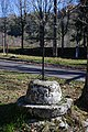 Croix de chemin Entraigues Égliseneuve-d'Entraigues.jpg