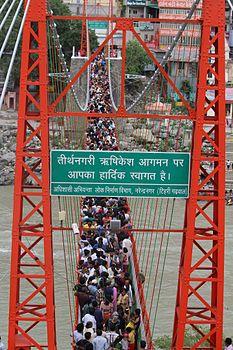 Crowd Lakshman Jhula, Rishikesh.jpg