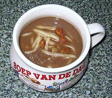 czernina, zuppa di sangue d'anatra in una tazza olandese