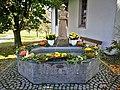 D-BW-KN-Mühlingen-Hecheln - St Wendelin-Kapelle - Brunnen - Erntedank 001.jpg