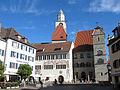 DEU BaWü Ueberlingen Rathaus älterer-Teil neuerer-Teil-mit-Pfennigturm Gesamtansicht.jpg