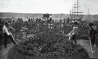 DeWitt Clinton Park - The garden area in 1906 with the unobstructed views of the Palisades