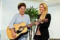 Dilma e Shakira.jpg