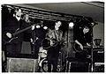 Disharmonikerna live i Polhemsskolans aula, Trollhättan, mars 1993. Foto av Patrik Johansson.jpg