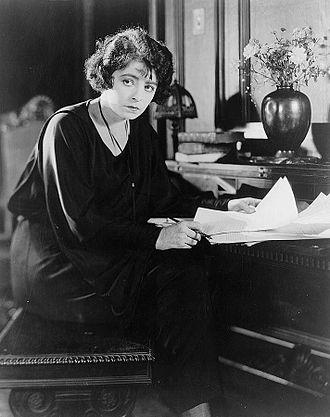Dorothy Davenport - Dorothy Davenport Reid in 1923