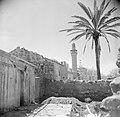 Dorp met in het midden vermoedelijk de minaret van een moskee, Bestanddeelnr 255-0060.jpg