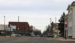 Fowlerville, Michigan - Image: Downtown Fowlerville Michigan Grand Avenue at Church Street