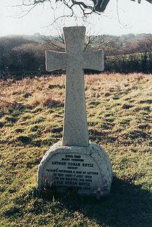 La tomba di Arthur Conan Doyle a Minstead (New Forest)