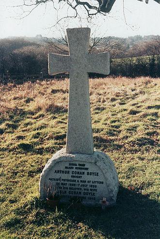 Minstead - Sir Arthur Conan Doyle's grave