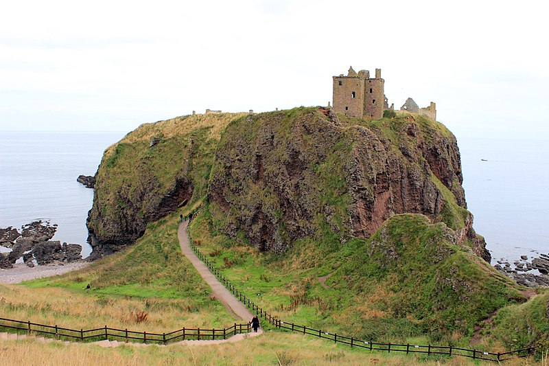 File:Dunnottar Castle 2013.JPG