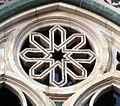 Duomo di firenze, medaglioni intarsiati in marmi nei timpani delle finestre sui fianchi 19,1.jpg