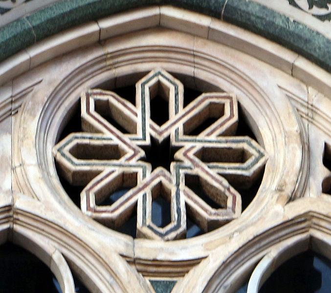 File duomo di firenze medaglioni intarsiati in marmi nei timpani delle finestre sui fianchi 19 - Finestre firenze ...