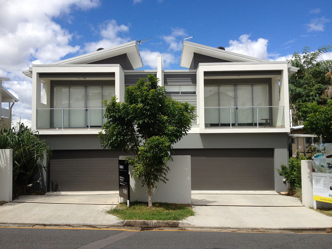 File duplex house in yeronga wikimedia commons for Types of duplex houses