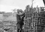 ETH-BIB-Männer beim Hausbau-Kilimanjaroflug 1929-30-LBS MH02-07-0466.tif