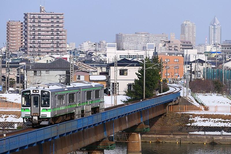 File:Echigo-Line-Series-E127.jpg