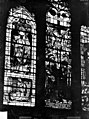 Eglise Notre-Dame - Vitrail de la chapelle de l'Assomption - un saint portant sa tête, Crucifixion - Dijon - Médiathèque de l'architecture et du patrimoine - APMH00020136.jpg
