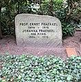 Ehrengrab Hüttenweg 47 (Dahl) Ernst Fraenkel.jpg