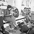 Emigranten (oliem) met een breiwerkje aan dek van het schip dat hen naar Israel , Bestanddeelnr 255-1103.jpg