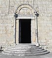 Entrance to Barga's Duomo - panoramio.jpg