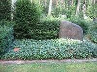 Erwin piscator grave.jpg