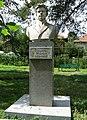 Etropole-monument-Hristo-Yasenov.jpg