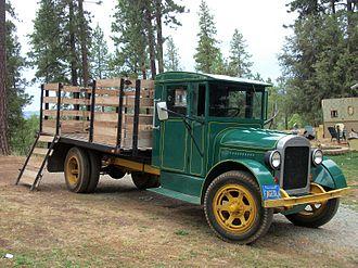Fageol - Fageol flatbed truck, 1928 model year