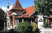 Queen anne style wikipedia for Casa vittoriana in mattoni