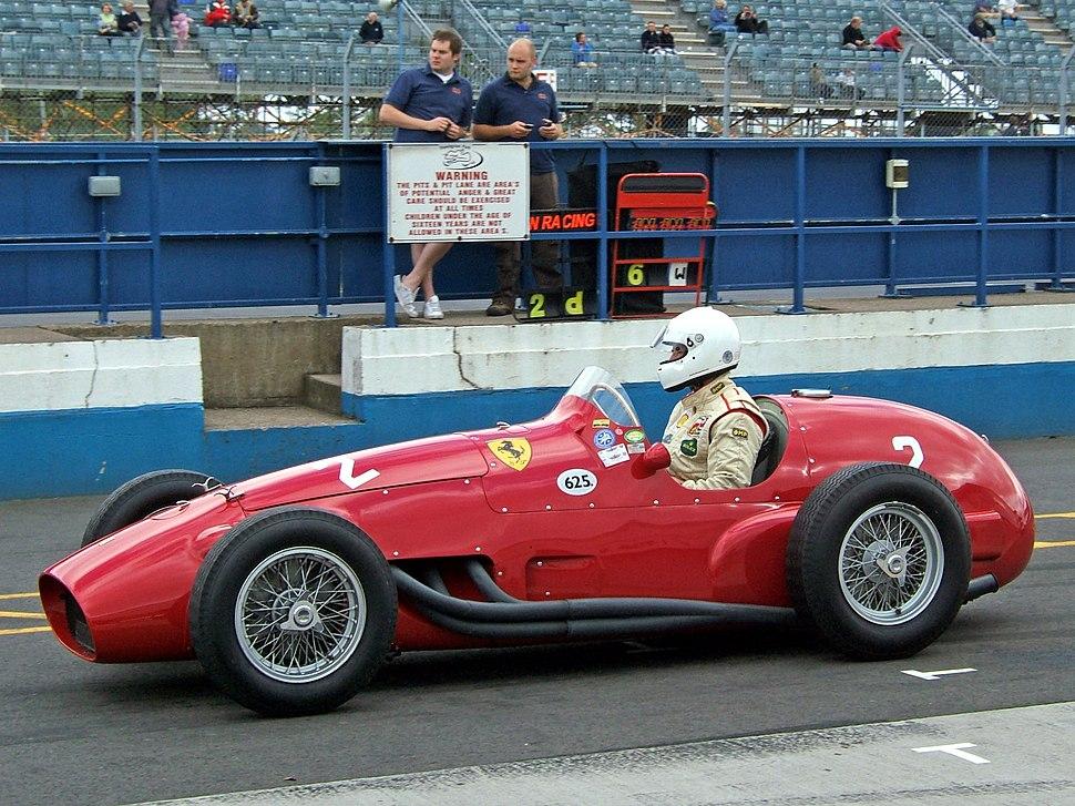 Ferrari 625 Donington pits