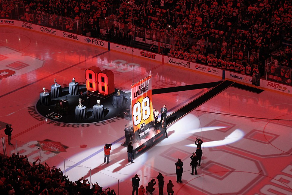Flyers Eric Lindros Ceremony
