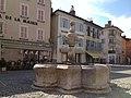 Fontaine place de la mairie (Embrun).jpeg