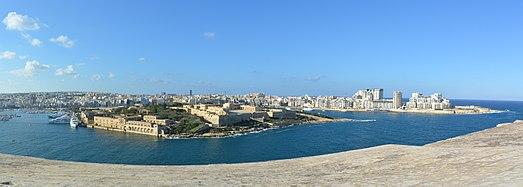 Fort Manoel panoramic 01.jpg