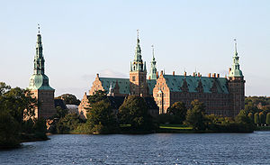 Frederiksborg Slot Hilleroed Denmark viewed from townsquare.jpg
