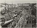 Gepavoiseerde loggers in de Vissershaven op vlaggetjesdag. NL-HlmNHA 54005648.JPG