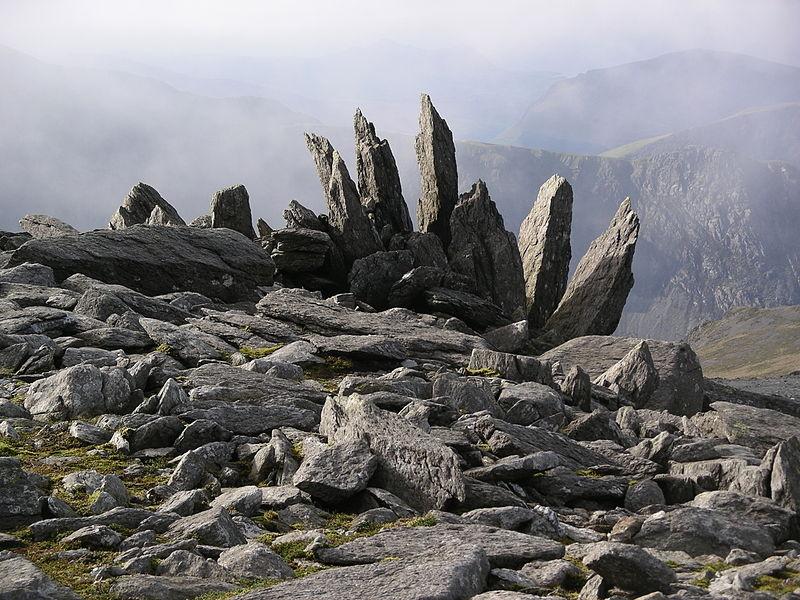 File:Glyder Fawr rocks.JPG