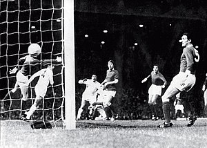 1968 Intercontinental Cup - Juan Ramón Verón headed a ball into the United net, which effectively decided the series.